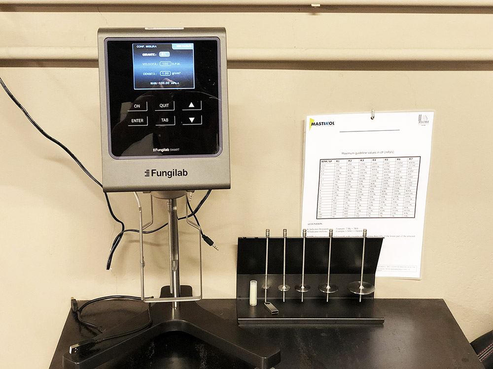 laboratorio Mastikol prove di incollaggio